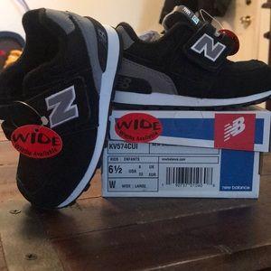 342d87dfa5 Kids New-balance 574 Velcro Sneakers NWT